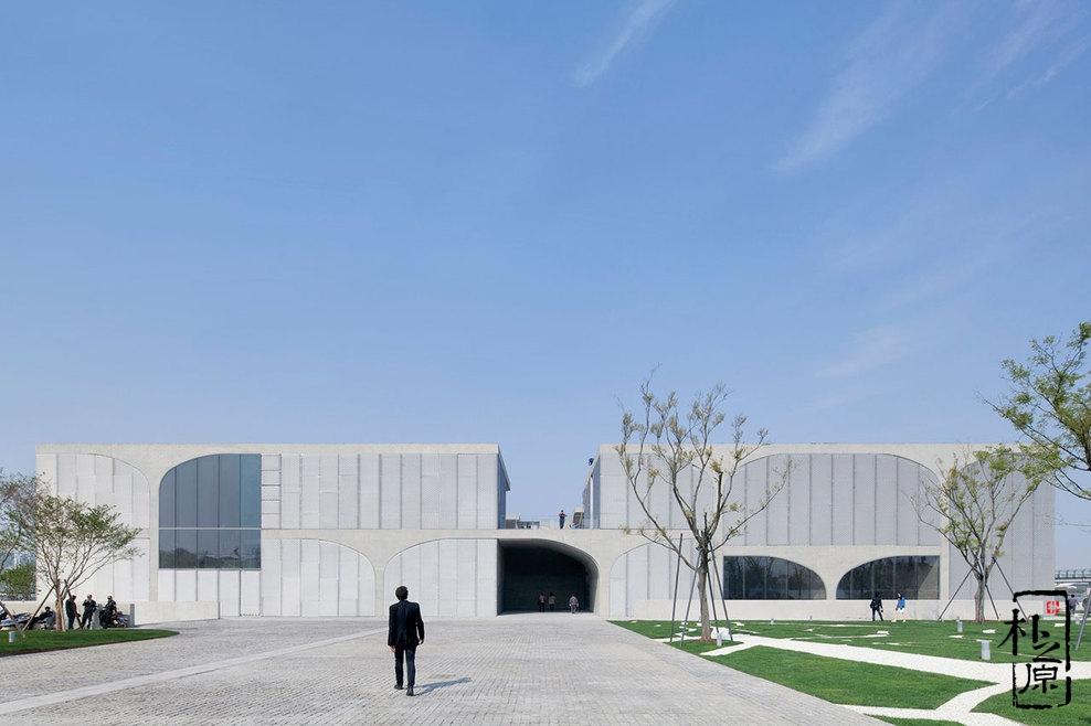 上海龙美术馆西岸馆:气势恢宏、格调淡雅的清水混凝土现代建筑