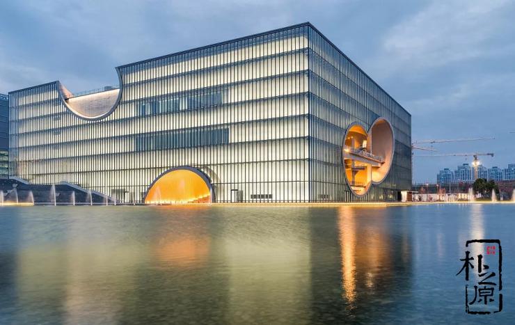 上海保利大剧院:安藤忠雄在中国最好的清水混凝土作品,荣膺鲁班奖实至名归