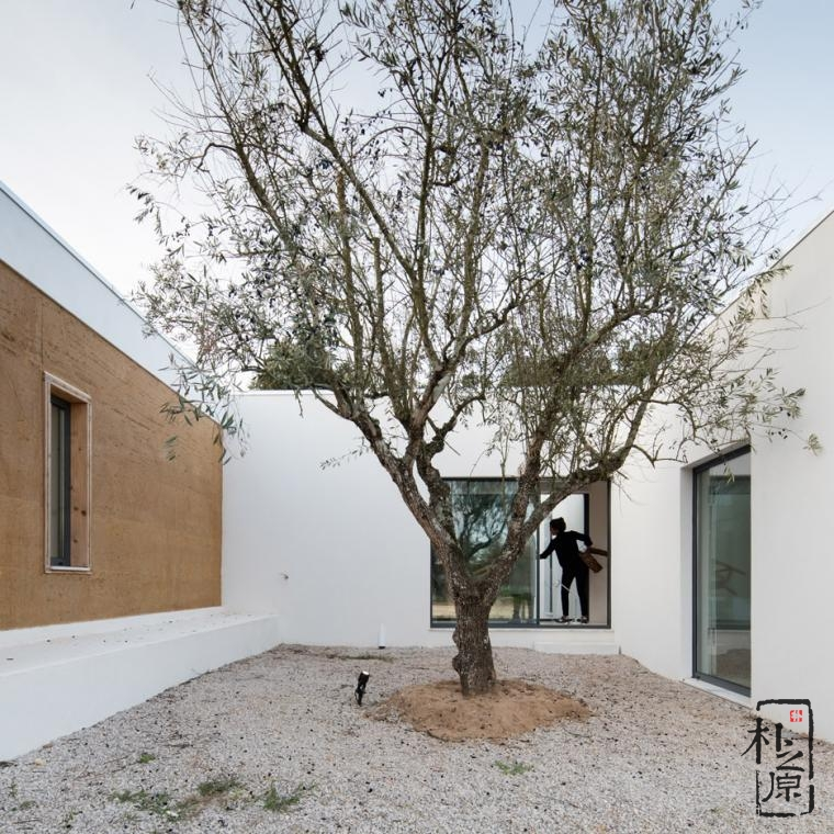 【设计物语】葡萄园里的现代生态夯土住宅