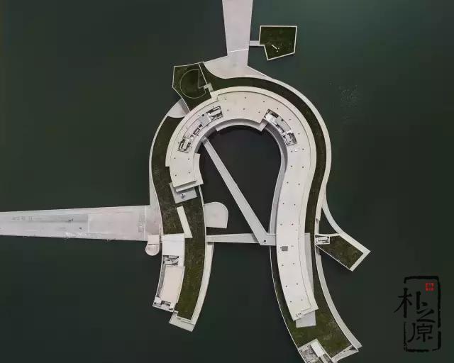 白色清水混凝土:江苏淮安实联化工厂水上建筑