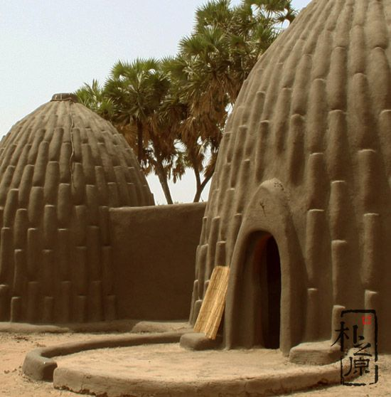 东西方两种夯土墙建筑设计:客家土楼与Musgum泥屋