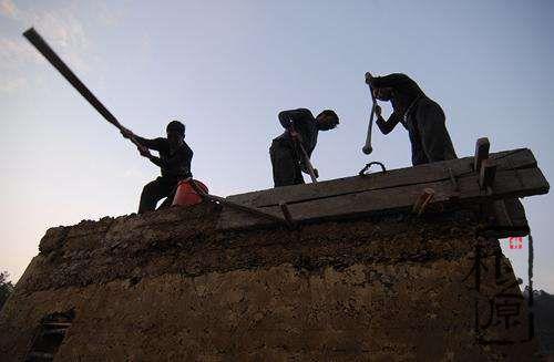 传统版筑夯土墙加筋及工法要求