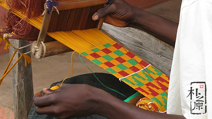 这个异域夯土墙教室,创意来自传统织物