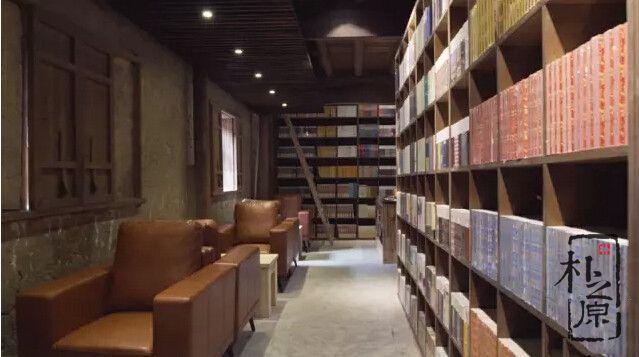 当代夯土墙图书馆,外表淳朴内心现代,感觉这村有学问