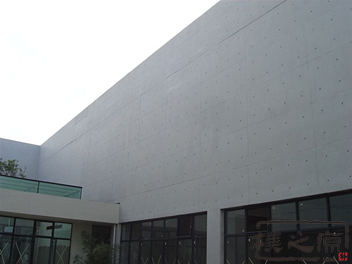 [多彩瓦]清水混凝土挂板建筑