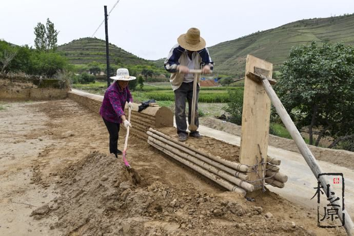 民间夯土墙的两种工法:版筑和椽打