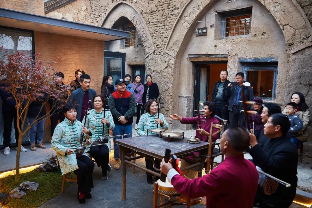 岔里•窑遥小院的窑洞夯土墙语言与现代空间艺术1