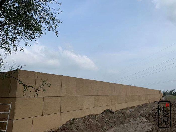 夯土墙在黄土地上绵延奔腾